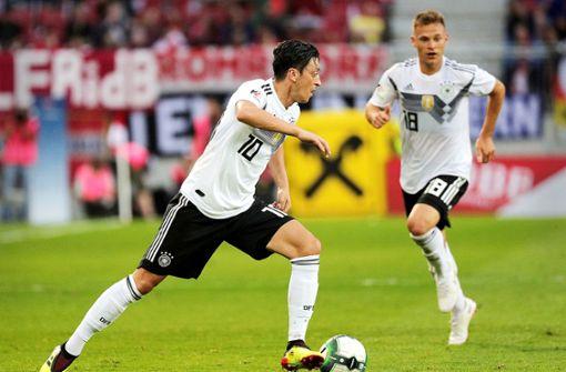 Lässt Özil sein linkes Füßchen sprechen?
