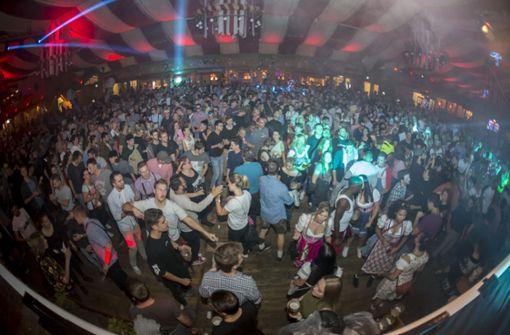 Techno-Zelt sorgt      für  Begeisterung
