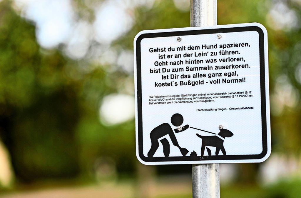Manche Kommunen machen sich einen Reim draus: ein Schild für das Hundekot-Problem. Foto: dpa