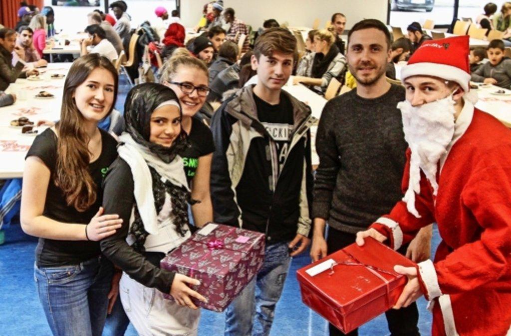Die 18-jährige Syrerin Leen (zweite von links) mit den Weiler Schülern. Foto: factum/Bach