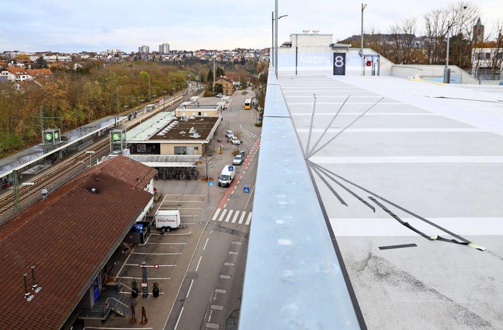 Je höher, desto leerer: Im Parkhaus am Bahnhof sind meistens nur die unteren Parkdecks gut ausgelastet. Foto: factum/Simon Granville