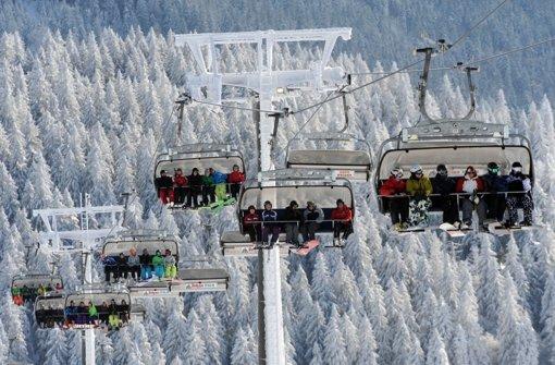 skifahren im schwarzwald wo der schneezirkus seine wiege hat baden w rttemberg stuttgarter. Black Bedroom Furniture Sets. Home Design Ideas