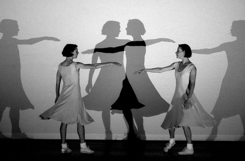 """Anne Teresa de Keersmaeker setzte Steve Reichs """"Piano Phase"""" 1999 in Bewegung um – das Video der Aufführung ergänzte die Stuttgarter """"Nacht der Minimal Music"""" Foto: Stephanie Berger/Ensemble Rosas"""
