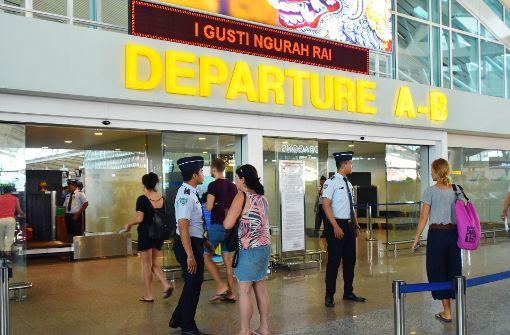 Tausende Touristen reisen ab