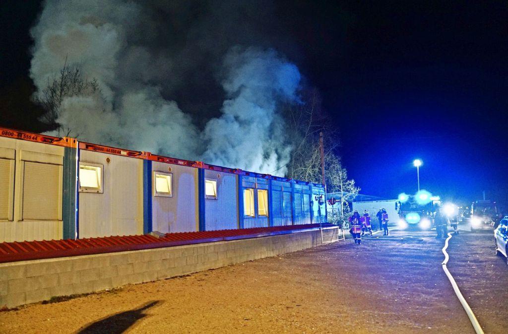 Drei Container in der Köngener Straße brannten vollständig aus. Foto: SDMG
