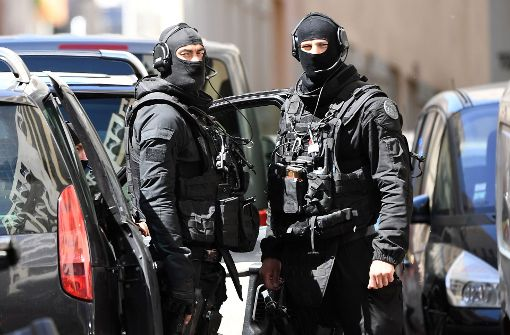 Anti-Terror-Ermittler: Sprengstoff und IS-Flagge bei Verdächtigen