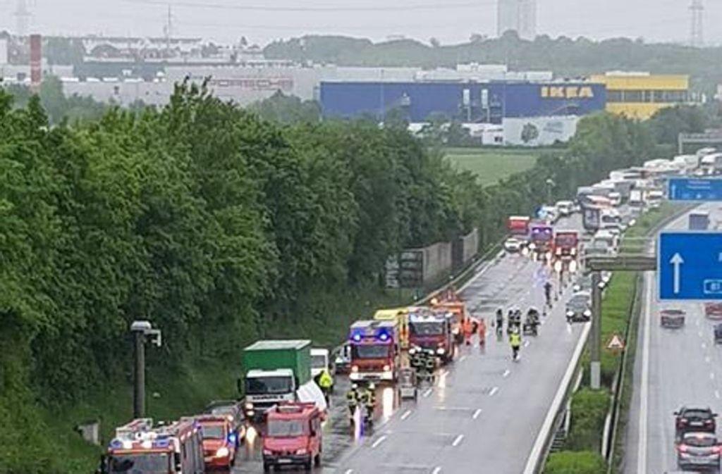 Auf der A81 bei Ludwigsburg hat es am Dienstagvormittag heftig gekracht. Foto: privat