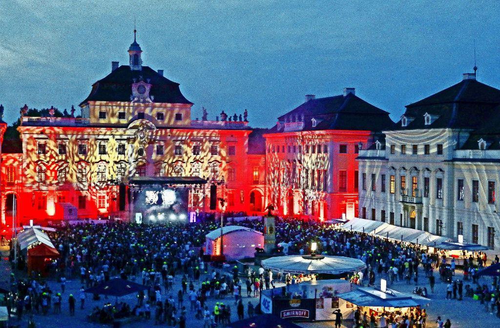 So bunt war das Ludwigsburger Residenzschloss schon lange nicht mehr: Die Lichtshow beeindruckte viele Besucher des Electrique Baroque. Foto: factum/Granville