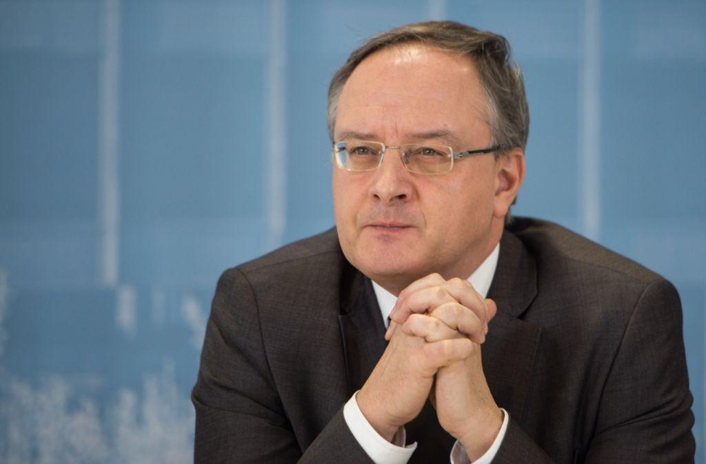Kultusminister Andreas Stoch erhält von Lehrern Applaus für neue Bildungspläne Foto: dpa