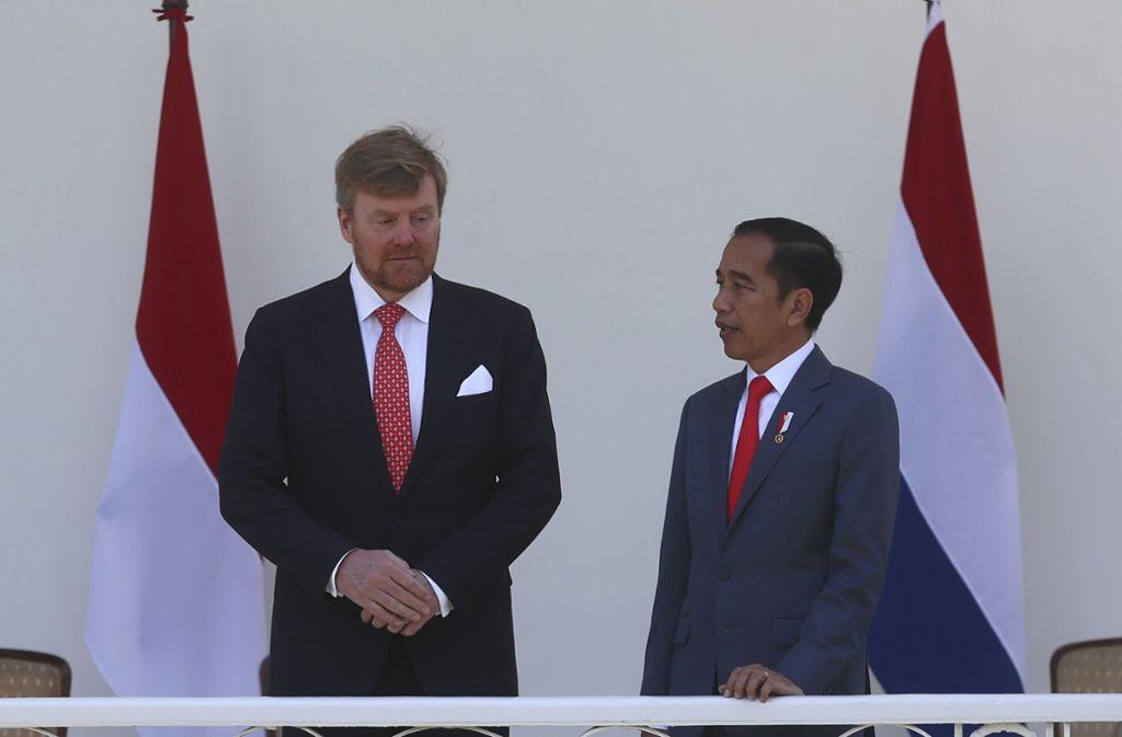 Joko Widodo (rechts), Präsident von Indonesien, beim Empfang von Willem-Alexander, König der Niederlande. Foto: dpa/Achmad Ibrahim
