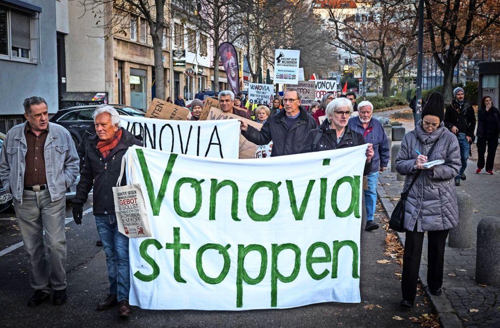 Fritz Kuhn  (re.) will mit Vonovia fest vereinbaren, dass die Mieten nach einer Modernisierung geringer steigen als heute. Foto: Lg/Zweygarth