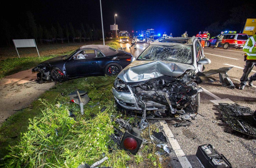 Bei einem schweren Unfall in Bietigheim-Bissingen ist ein VW Passat rund 28 Meter durch die Luft geflogen und gegen einen Porsche gekracht. Foto: 7aktuell.de/Simon Adomat