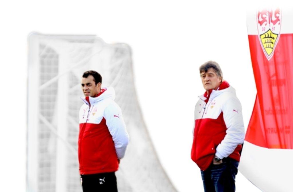 Sorgenvolle Mienen: Bernd Wahler (rechts) und Robin Dutt fürchten den Absturz in die Niederungen der zweiten Liga. Foto: Baumann