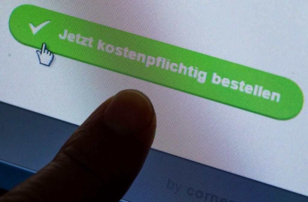 Gegen den mutmaßlichen Internetbetrüger wurde Haftbefehl erlassen. (Symbolbild) Foto: dpa