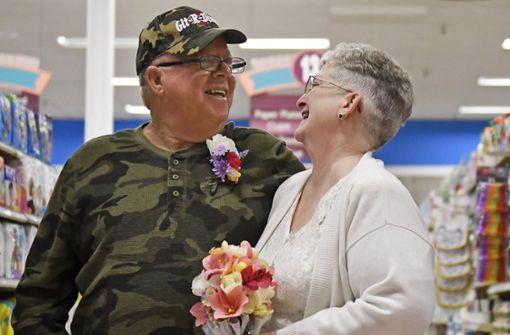 Warum dieses Paar im Supermarkt heiratet