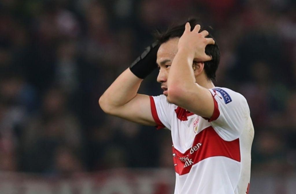 Fassungslos: Shinji Okazaki während des 0:2 gegen Lazio Rom Foto: Baumann