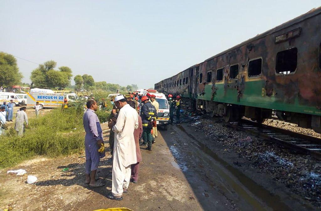 Der Zug geriet wegen eines explodierten Gaskochers in Brand. Foto: AFP