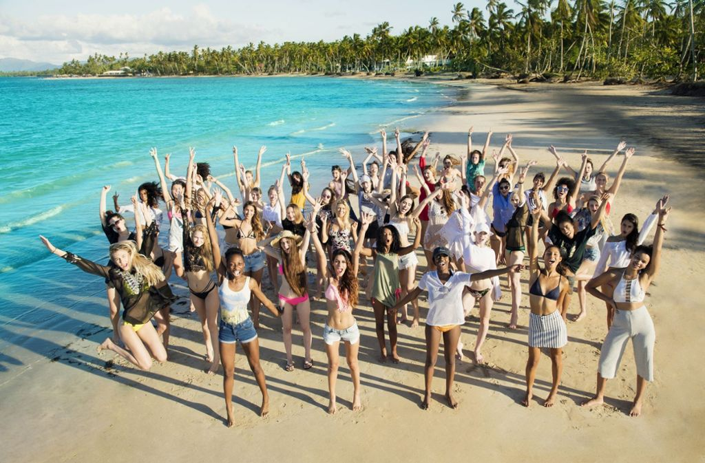 """50 schöne Mädchen hat Modelmama Heidi Klum in die Karibik eingeladen, um bei der 13. Staffel von """"Germany's next Topmodel"""" herauszufinden, wer die Schönste im ganzen Land ist. Foto: Pro Sieben"""
