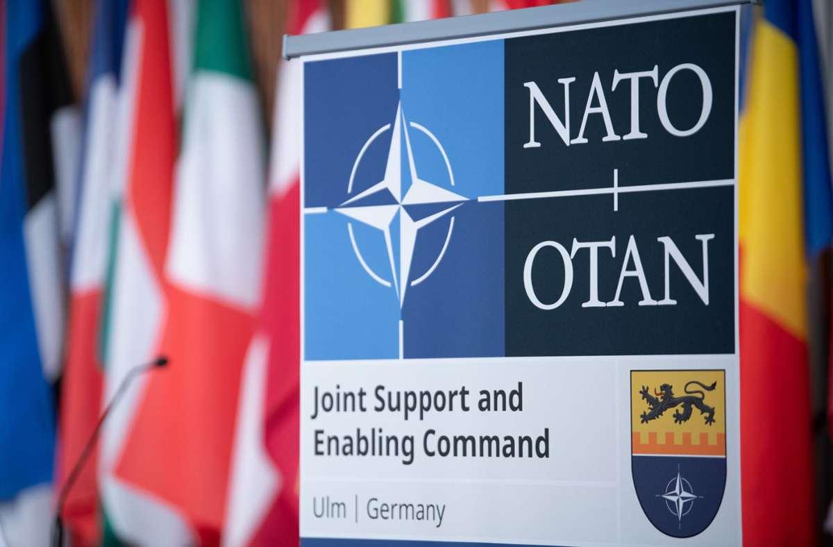 """Die NATO ist die """"North Atlantic Treaty Organization"""". Foto: dpa/Stefan Puchner"""