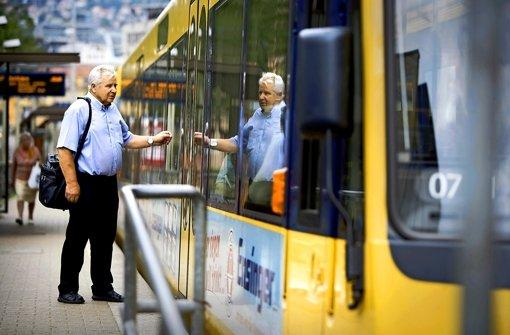 Die Stadtbahnen sind auch bei älteren Semestern ein zunehmend beliebtes Beförderungsmittel. Foto: Steinert