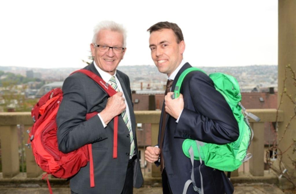 Ministerpräsident Winfried Kretschmann (Grüne, links) und sein Vize Nils Schmid (SPD) wollen auch nach der Landtagswahl im März 2016 gemeinsam weiterregieren. Doch die Umfragen signalisieren derzeit weder Grün-Rot noch Schwarz-Gelb eine Mehrheit. Foto: dpa
