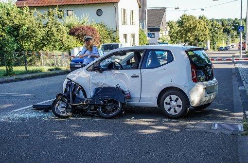 Rollerfahrer übersehen und schwer verletzt