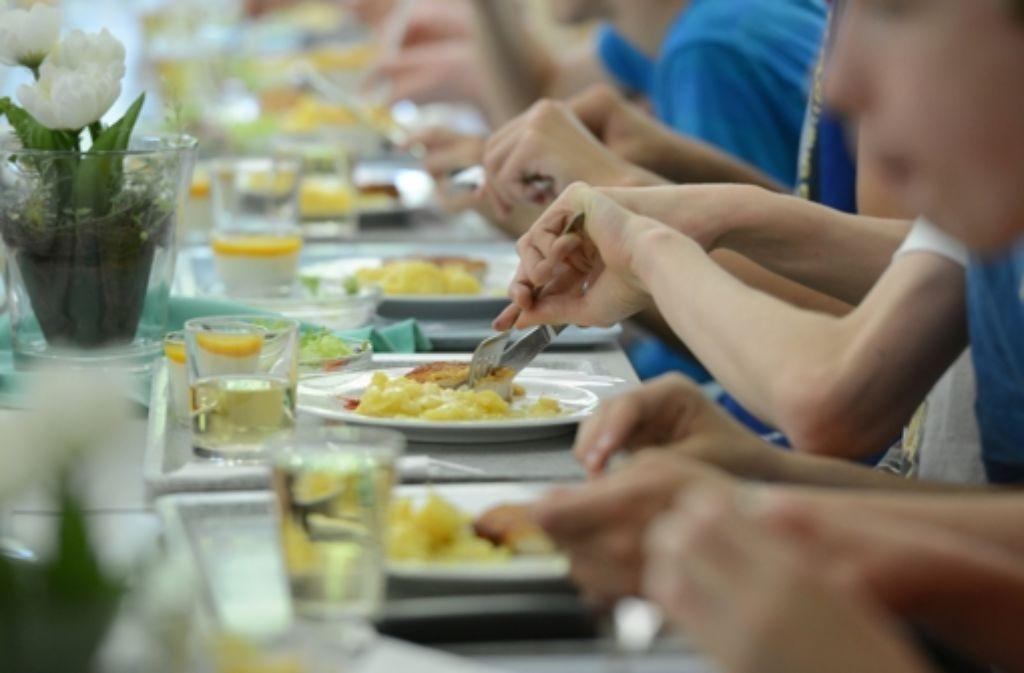 Umstritten: Das Mittagessen für Ganztagsschüler. Baden-Württemberg hat nun eine Einigung mit den Kommunen gefunden. Foto: dpa