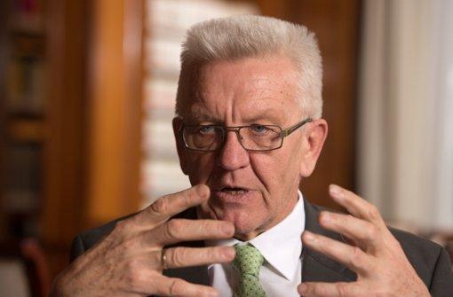 Ministerpräsident Winfried Kretschmann hat klare Vorstellungen, wer in Deutschland bleiben darf und wer nicht. (Archivfoto) Foto: dpa
