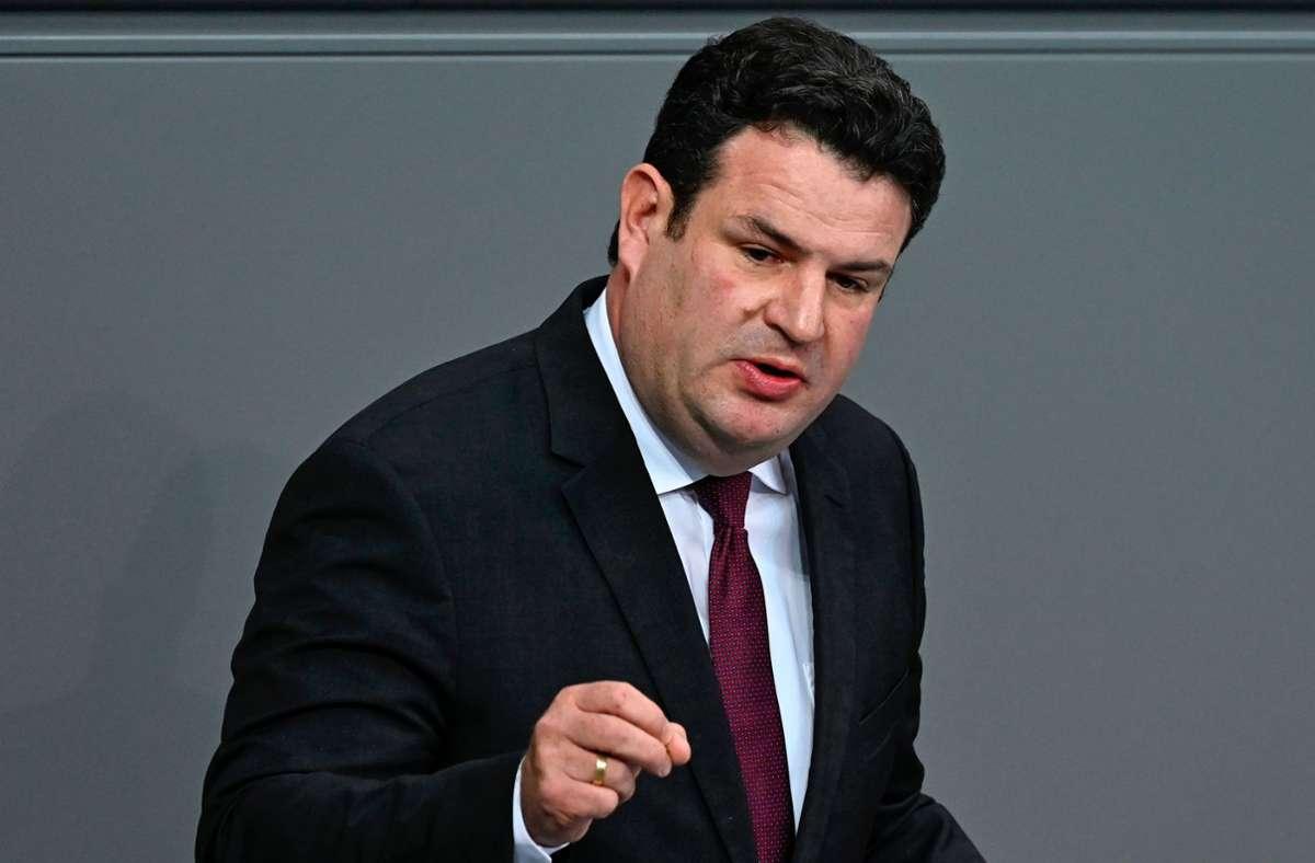 Im Streit über den Gesetzentwurf zum Homeoffice kommt Hubertus Heil der Union entgegen. (Archivbild) Foto: AFP/TOBIAS SCHWARZ