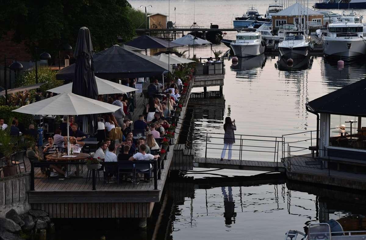 In Schweden gibt es vergleichsweise wenig Einschränkungen in der Corona-Pandemie. Foto: imago images/TT/Stina Stjernkvist