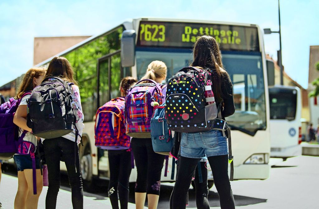 Was kostet die Fahrt mit dem Bus zur Schule? Einige Fraktionen wollen ein 365-Euro-Jahresticket. Foto: dpa/Marijan Murat