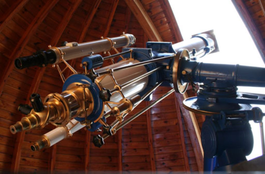 Bei der Beobachtung einer Sonnenfinsternis durch das Teleskop einer Sternwarte schützen spezielle Filter die Augen. (Symbolfoto) Foto: Leserfotograf teb