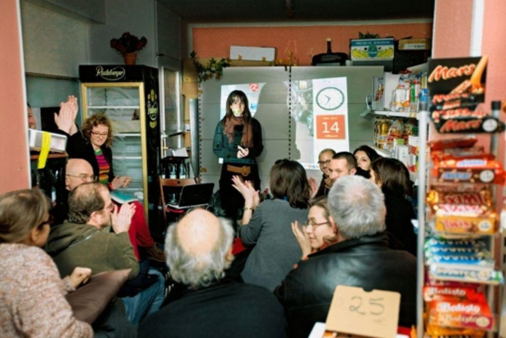 Im Kiosk wird über Kioske gesprochen. Foto: Horst Rudel