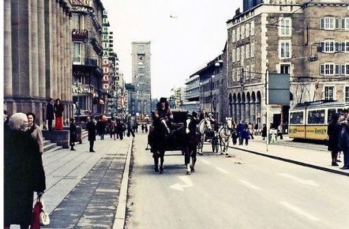Als Pferde mit Kutschen  in Stuttgart Vorfahrt hatten