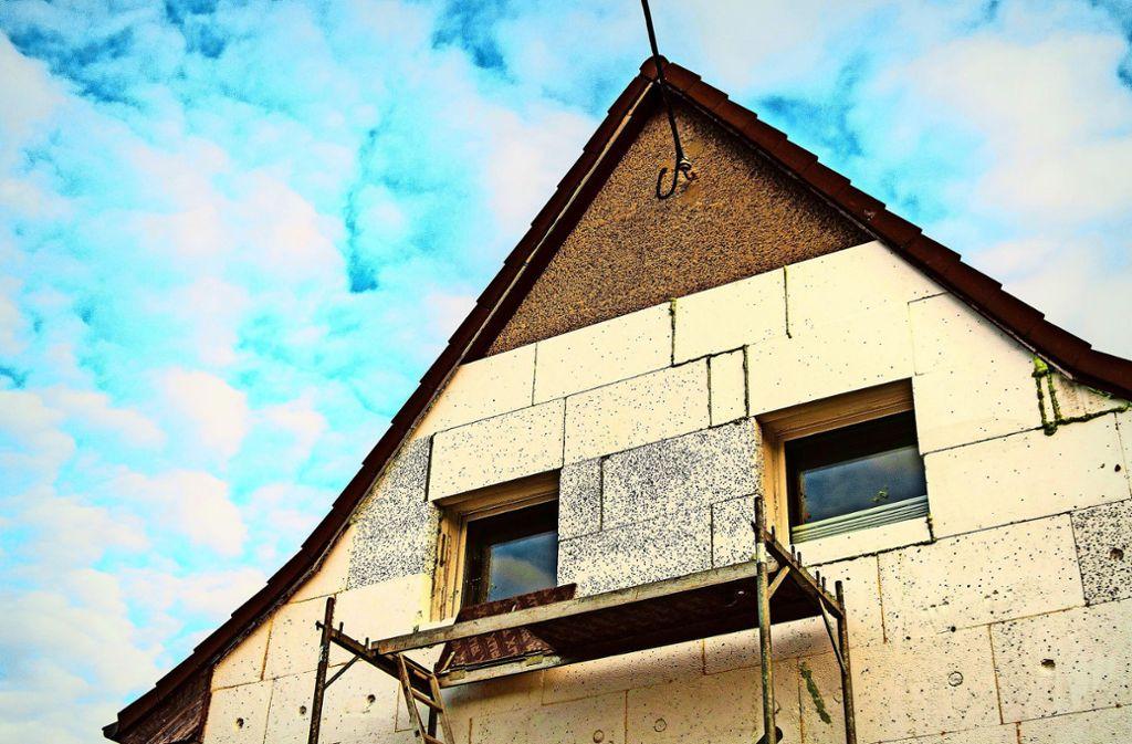 Viele Häuser müssen auch in Stuttgart noch gedämmt werden. Je besser, desto größer ist die Förderung durch die Stadt. Foto: dpa/Sebastian Gollnow
