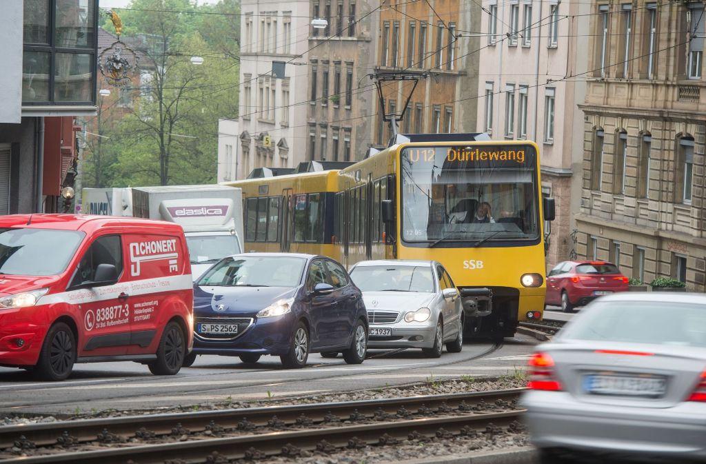 Zahlreiche Linien, darunter auch die U12, sind nach dem Unwetter in Stuttgart beeinträchtigt. Foto: dpa
