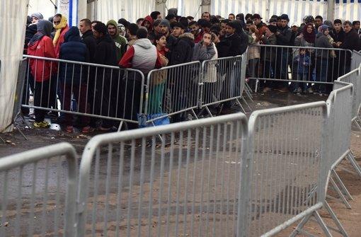 Anträge auf Asyl erreichen Rekord für 2015