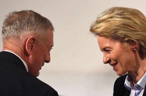 Amerikanisch-deutsche Begegnung in München: die Verteidigungsminister James Mattis und Ursula von der Leyen. Foto: AFP