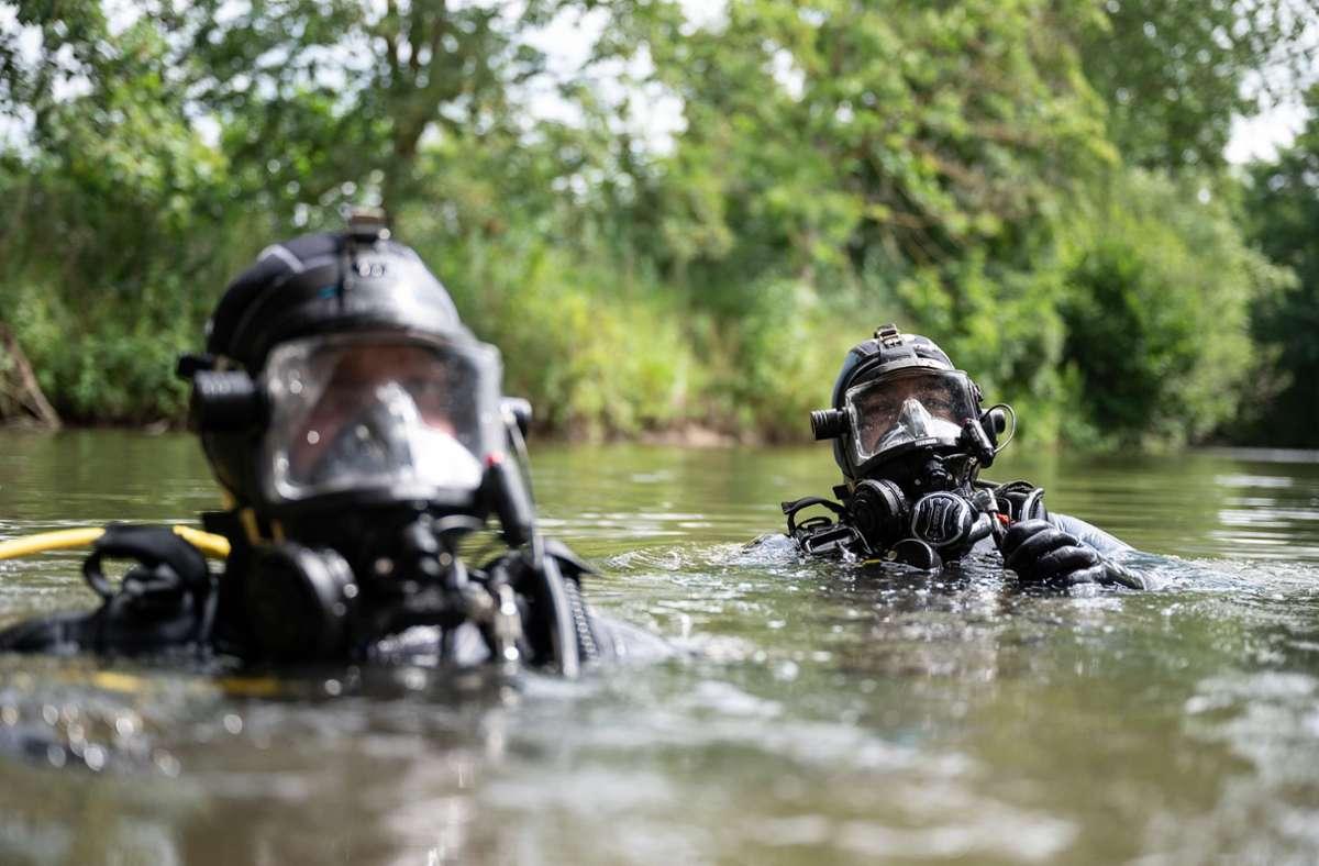 Polizeitaucher bei der Arbeit (Symbolbild) Foto: dpa/Sebastian Gollnow