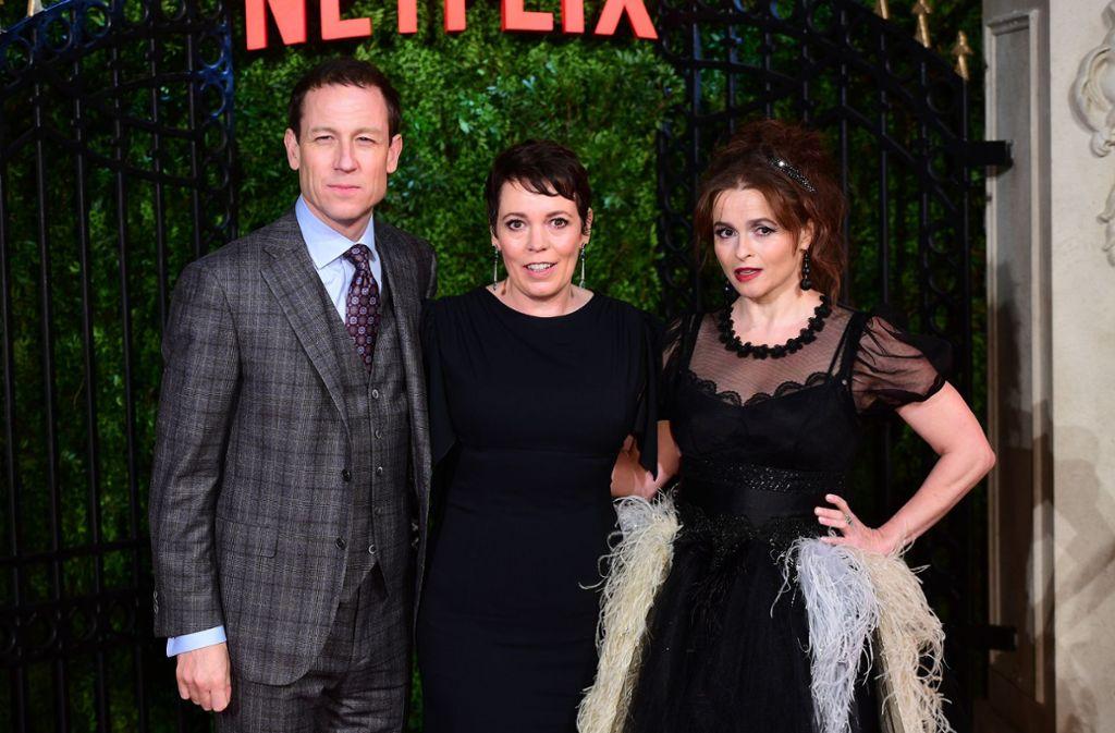 """Die Schauspieler Tobias Menzies, Olivia Colman und Helena Bonham Carter (von links) kamen zur Premiere der dritten Staffel der Netflix-Serie """"The Crown"""" in London. Foto: dpa/Ian West"""