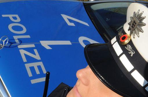 Betrunkener stößt Polizistin gegen Brust – und flüchtet in S-Bahn
