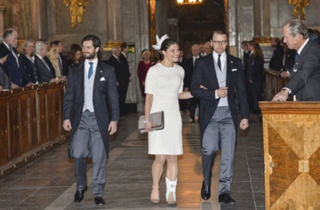 Bei einem Dankgottesdienst zu Ehren der kleinen Prinzessin Leonore war die Hauptperson und ihre Eltern zwar nicht zugegen, dafür Kronprinzessin Victoria, Prinz Daniel und Prinz Carl Philip (links) ... Foto: dpa