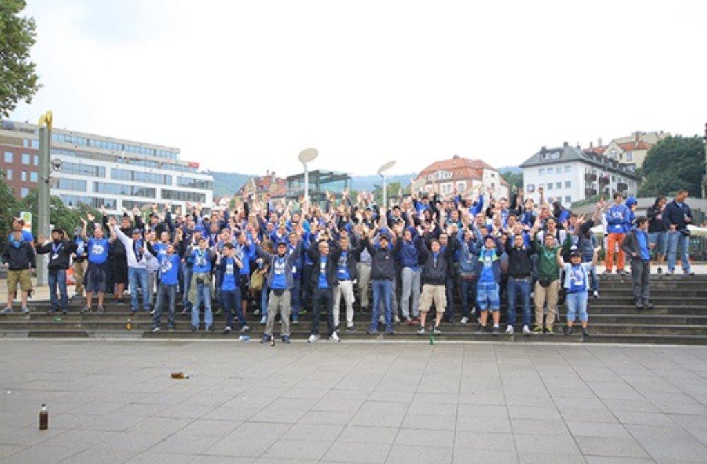 Unter dem Motto Heut kommed Kickers nach Degerloch nauf trafen sich die Fans der Stuttgarter Kickers am Marienplatz, um gemeinsam in der Zacke zum Drittliga-Derby gegen den VfB Stuttgart II auf der Waldau zu fahren - wir waren mit der Kamera dabei.  Foto: FRIEBE|PR/ Andreas Friedrichs
