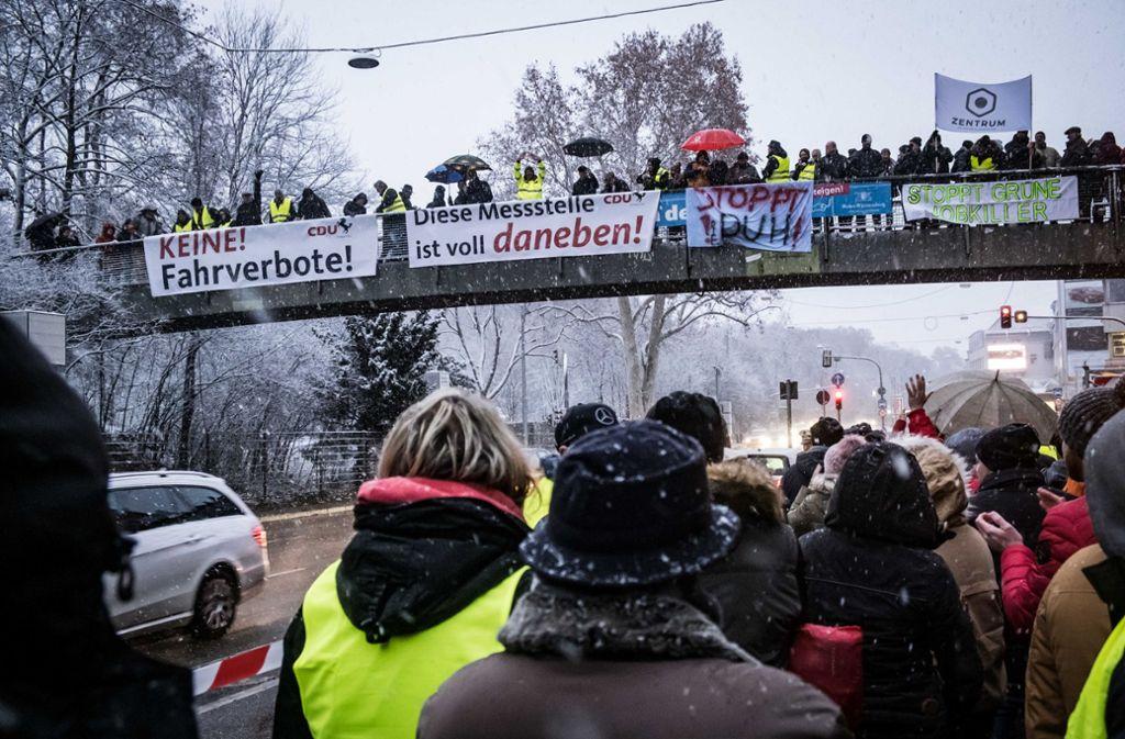 Die Beteiligung der AfD und des Zentrums Automobil hatte Gegendemonstranten auf den Plan gerufen. Foto: Lg/Zweygarth
