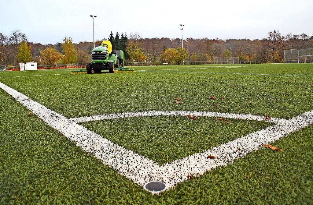 Kunststoffrasenplätze sind  bei Sportlern  deutlich beliebter als Hartplätze oder Plätze  mit natürlichem Rasen. Foto: Leonie Schüler
