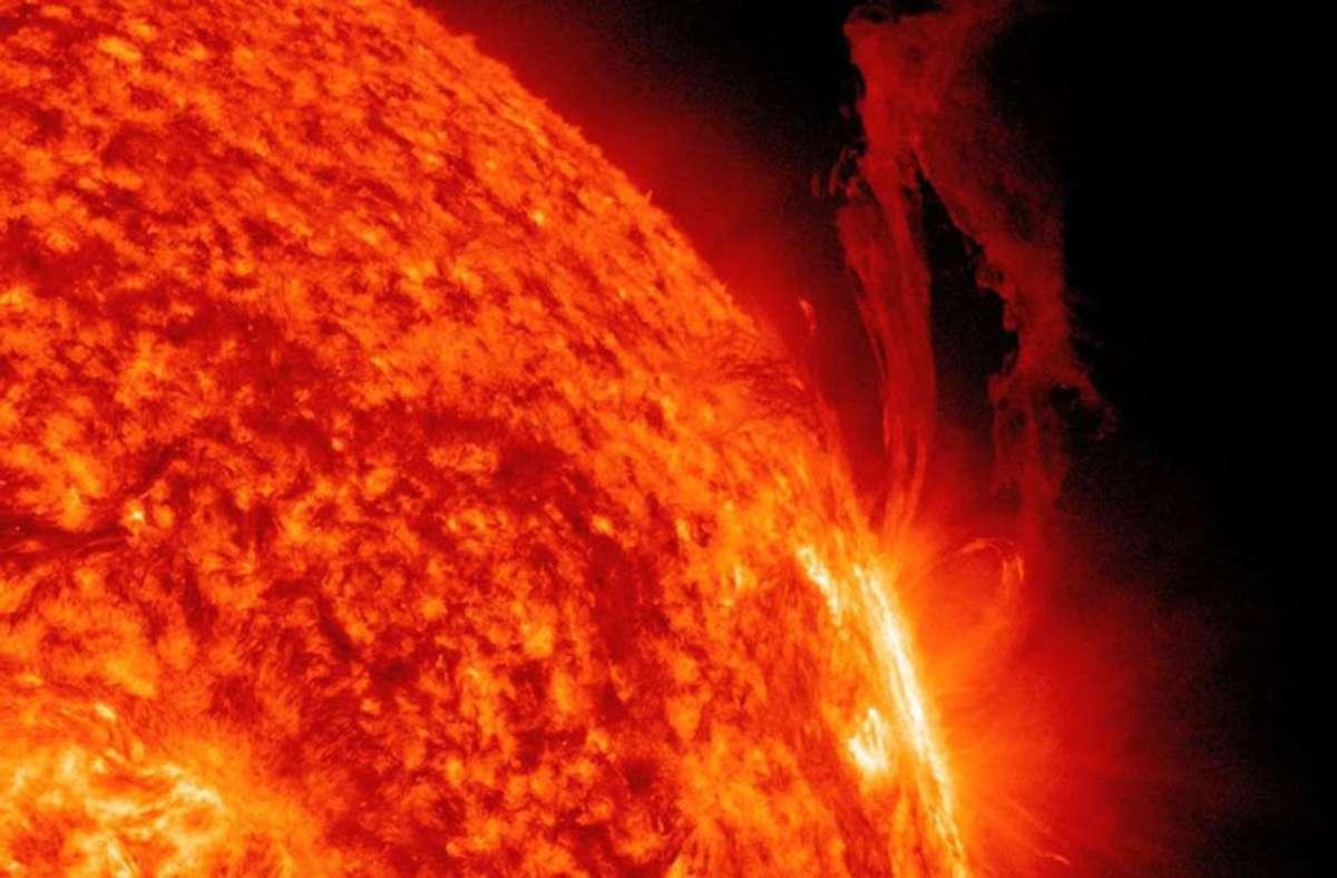 Die Sonne bildet den Mittelpunkt unseres Sonnensystems. Der aus Gasen bestehende ultraheiße Stern liefert Licht und Wärme für die Erde, ohne die kein Leben möglich wäre. Foto: nasasearch.nasa.gov/sdo.gsfc.nasa.gov