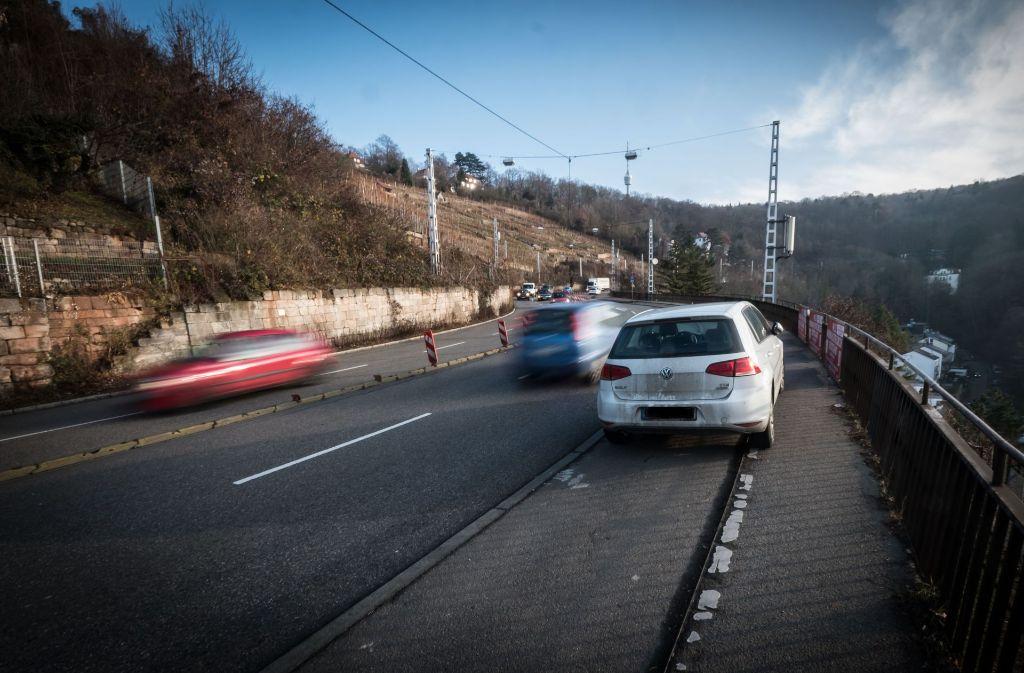 Wo jetzt noch Autos parken, sollen künftig Radler fahren. Foto: Lichtgut/Achim Zweygarth