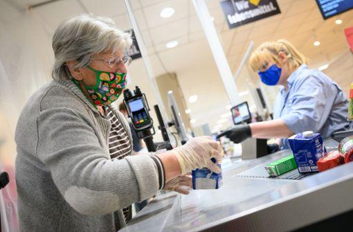 Erstes Bundesland will Maskenpflicht im Handel abschaffen