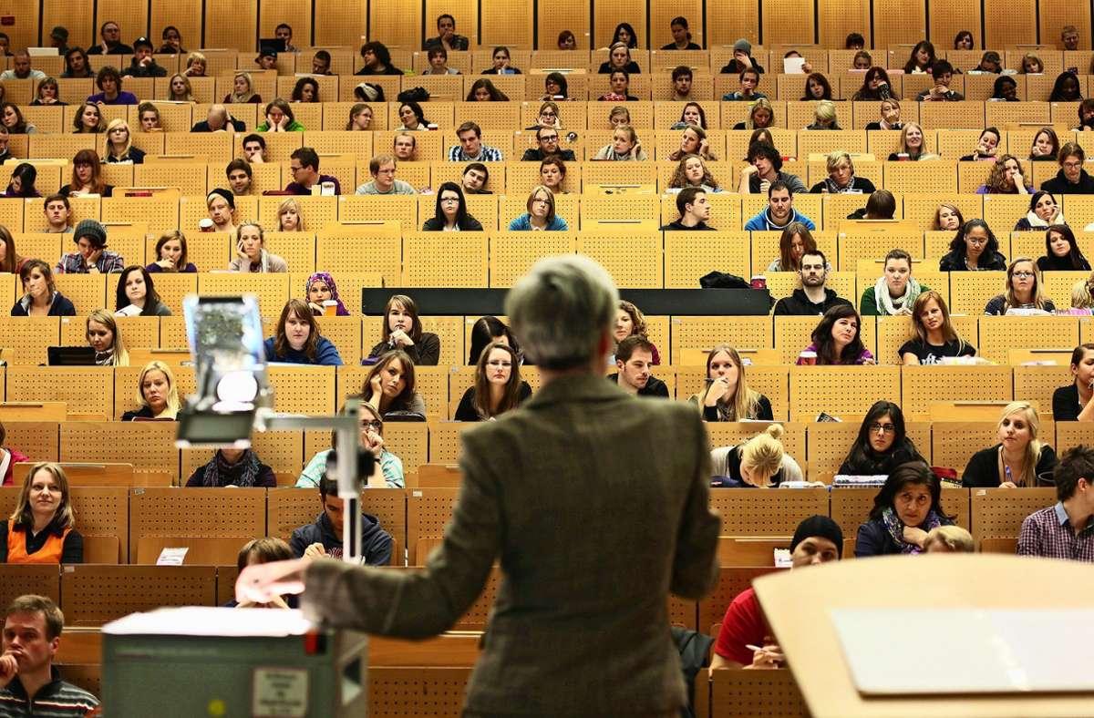 An der Universität Hohenheim gelingt es, immer mehr Frauen als Professorinnen zu gewinnen. Foto: dpa/Fabian Stratenschulte
