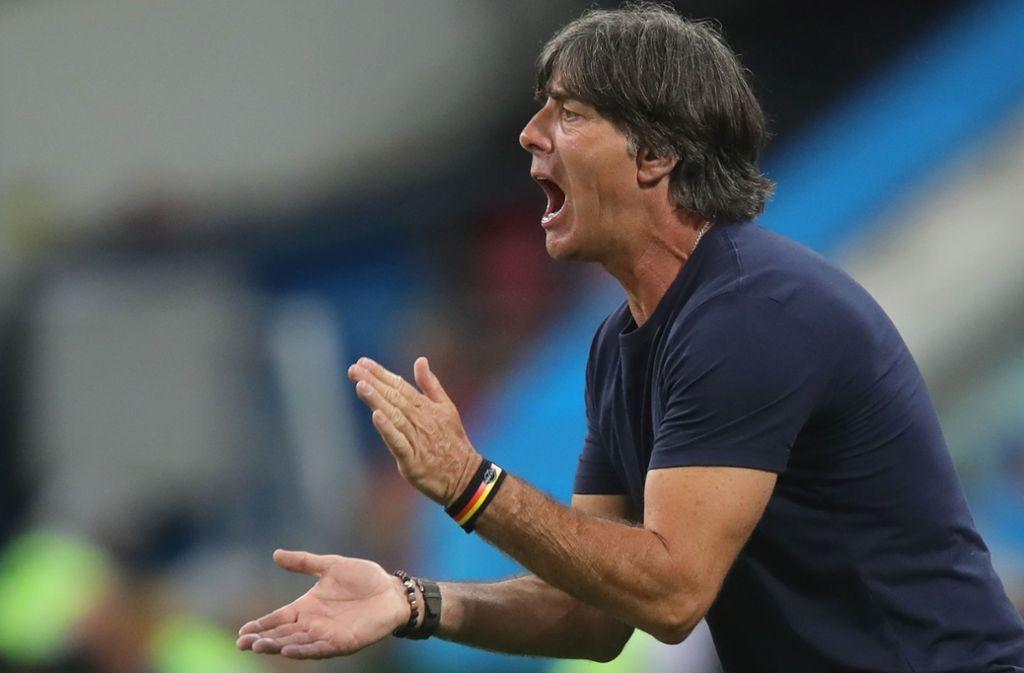 Joachim Löw fühlt sich stark genug, das Ruder bei der Nationalmannschaft noch einmal herumzureißen – er macht als Bundestrainer weiter. Foto: Getty